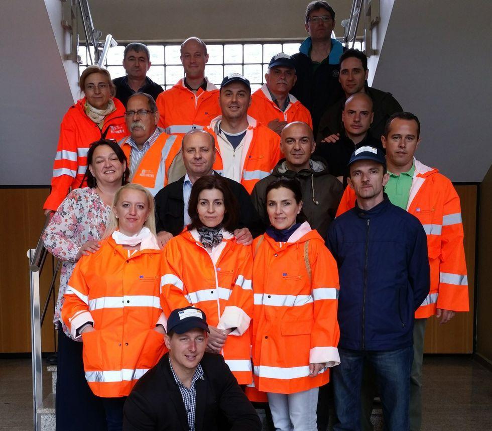Los inspectores macedonios, ayer, en el complejo de Sogama.