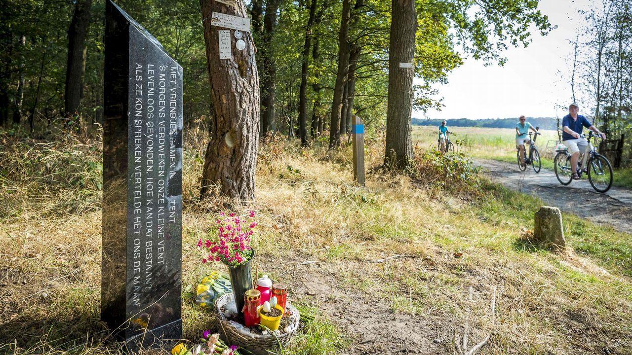 .Monumento para Nicky Verstappen cerca del lugar donde se encontró su cadáver