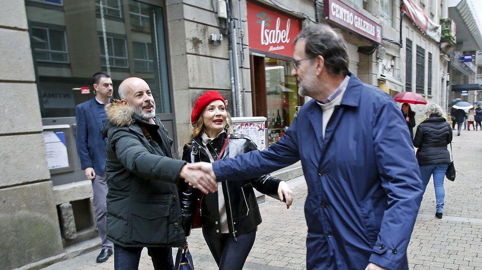 Las navidades pontevedresas de Rajoy.El ministro español de Asuntos Exteriores en funciones, José Manuel García-Margallo, charla con su homólogo luxemburgués, Jean Asselborn