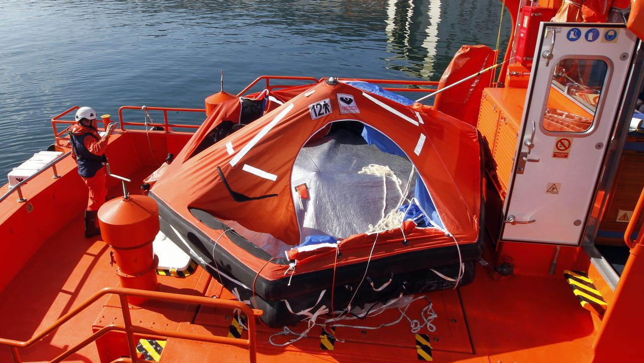 Así fue el rescate de los tripulantes del pesquero incendiado en Bares