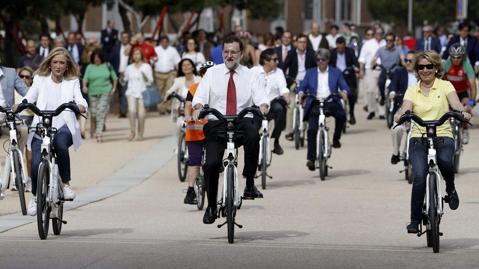 El PP hace campaña en bici.La arquitecta compostelana recibe un reconocimiento por uno de los dos edificios que construyó en Londres
