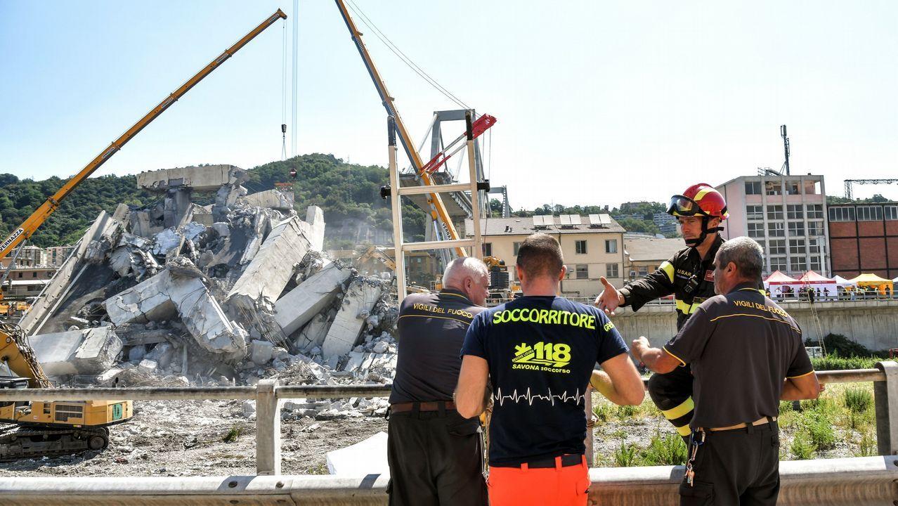 Agónica búsqueda de desaparecidos bajo el puente Morandi.