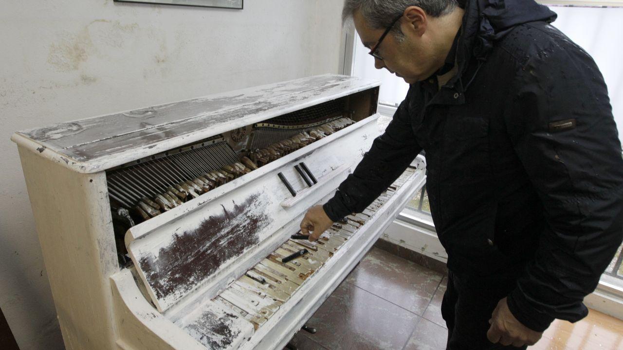 Vídeo de performance en la que destruyen un piano en el Conservatorio de Vigo