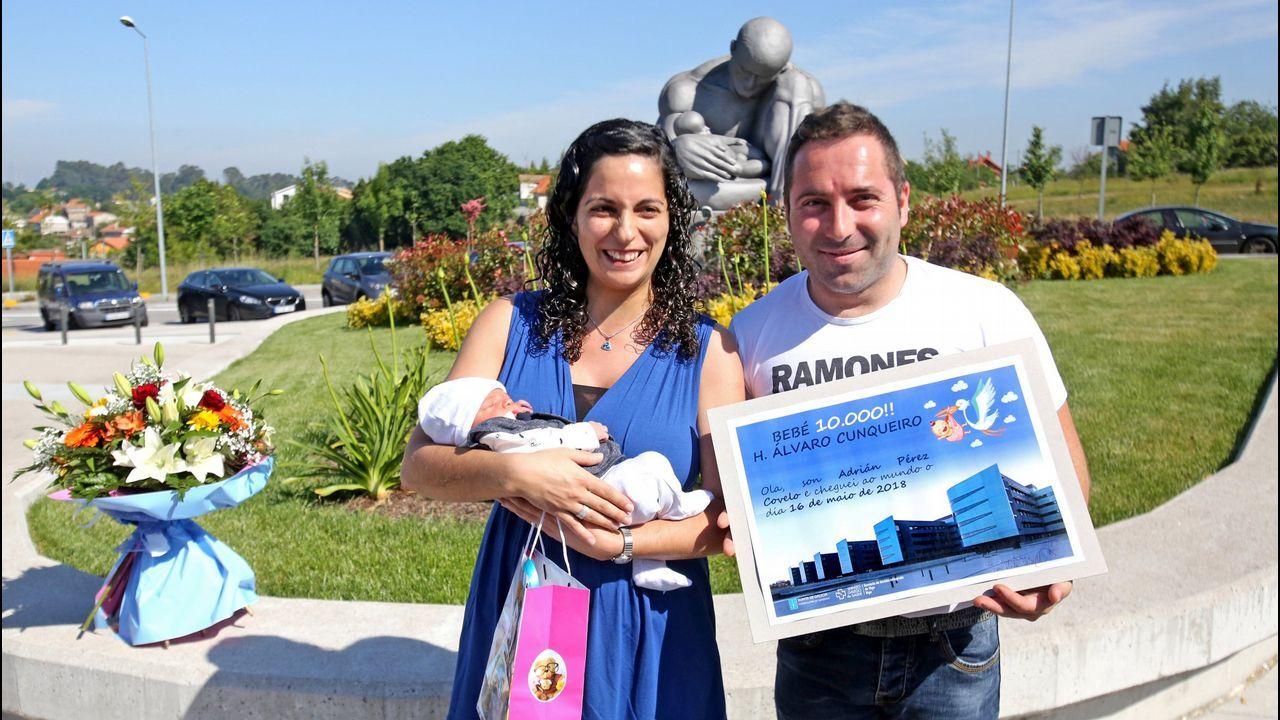 Bebé pie mano.Feli Soria, en su despacho de la Oficina de Políticas de Igualdad del Ayuntamiento de Gijón