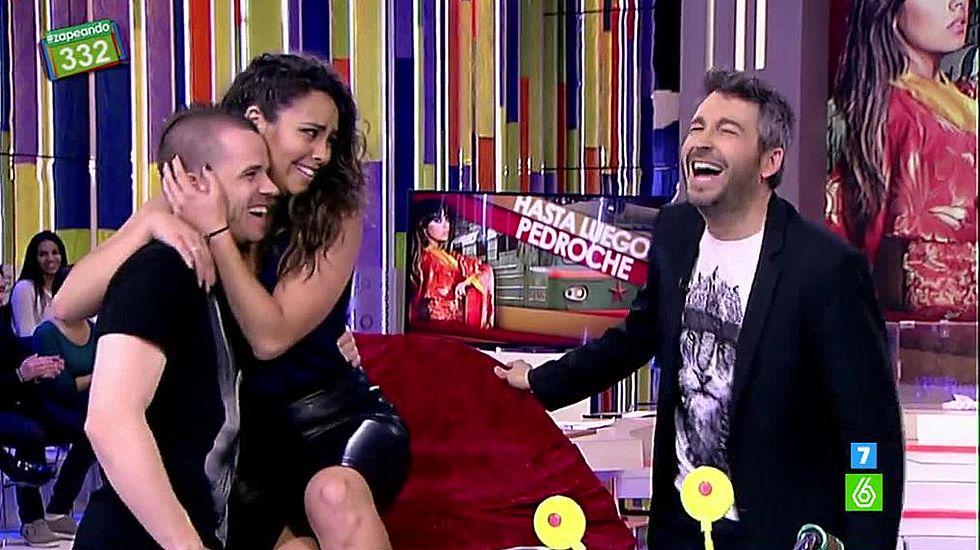David Muñoz sorprende a Cristina Pedroche.