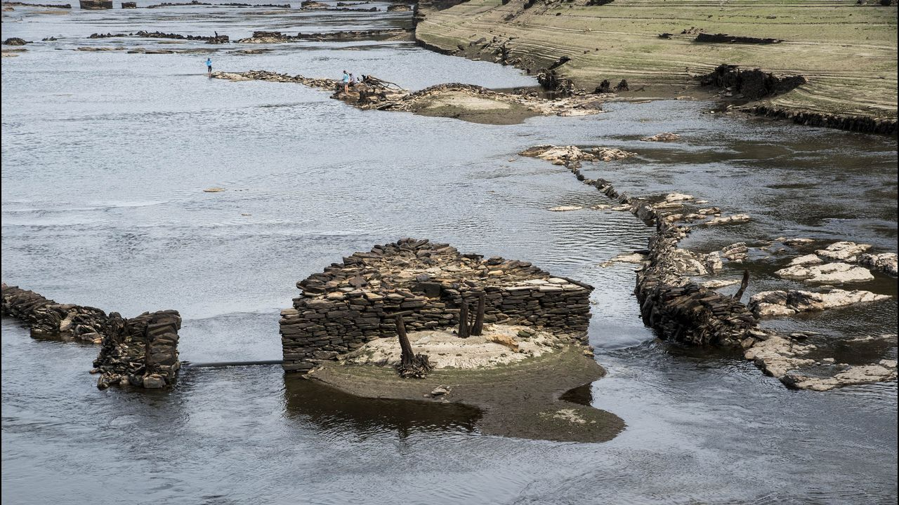 .Pía o parte central de un caneiro. En estas construcciones triangulares se amarraban las redes para pescar anguilas durante las crecidas del otoño