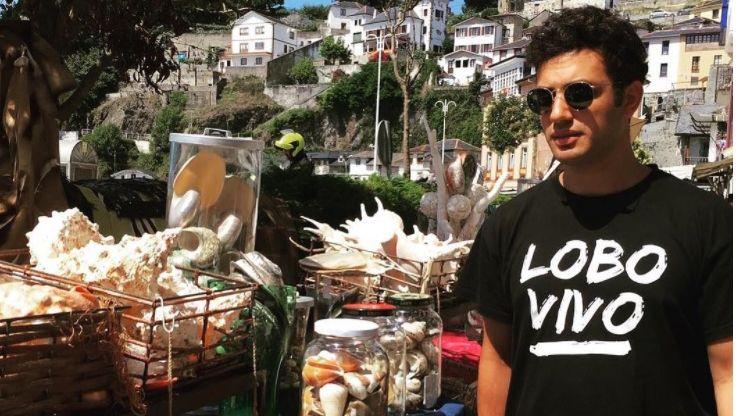 El actor Samy Khalil en Luarca.