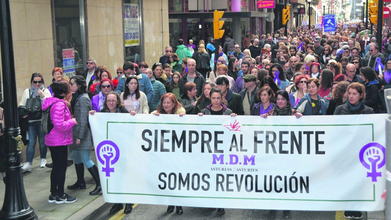 La vida a través de la cámara deJosé Zamora.Movimiendo Democrático de Mujeres en una protesta por la igualdad