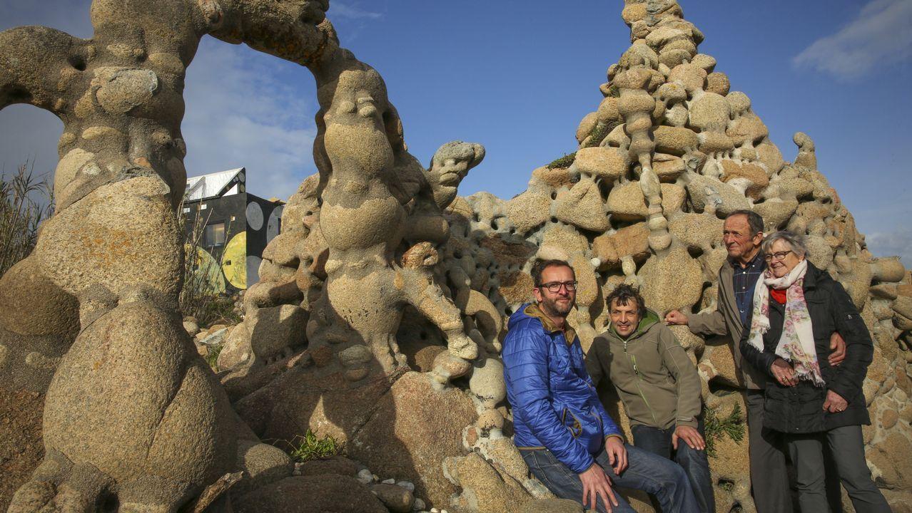 El hermano de Man, Ewald Gnädinger, junto a su mujer, uno de sus hijos y un sobrino