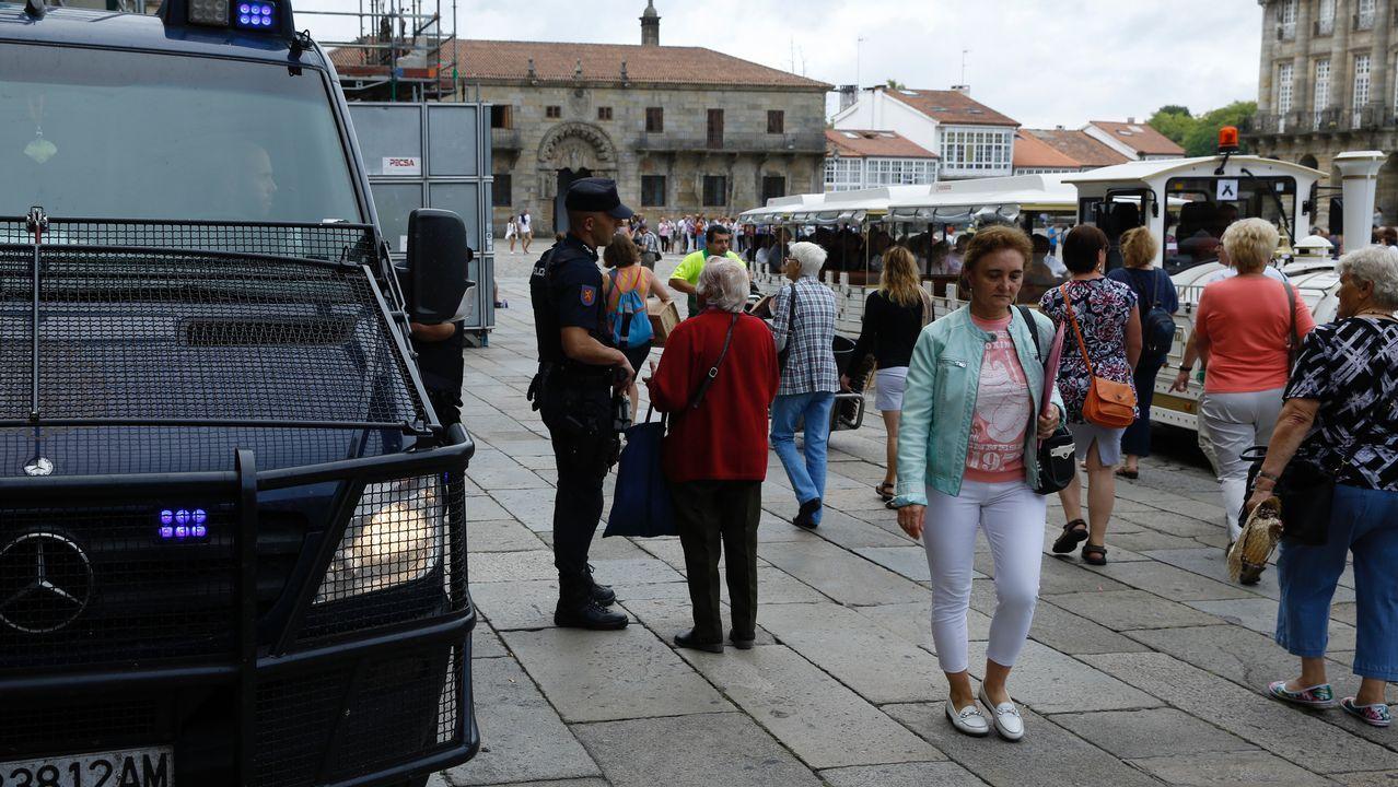 .Fuerzas de seguridad vigilan la Plaza del Obradoiro