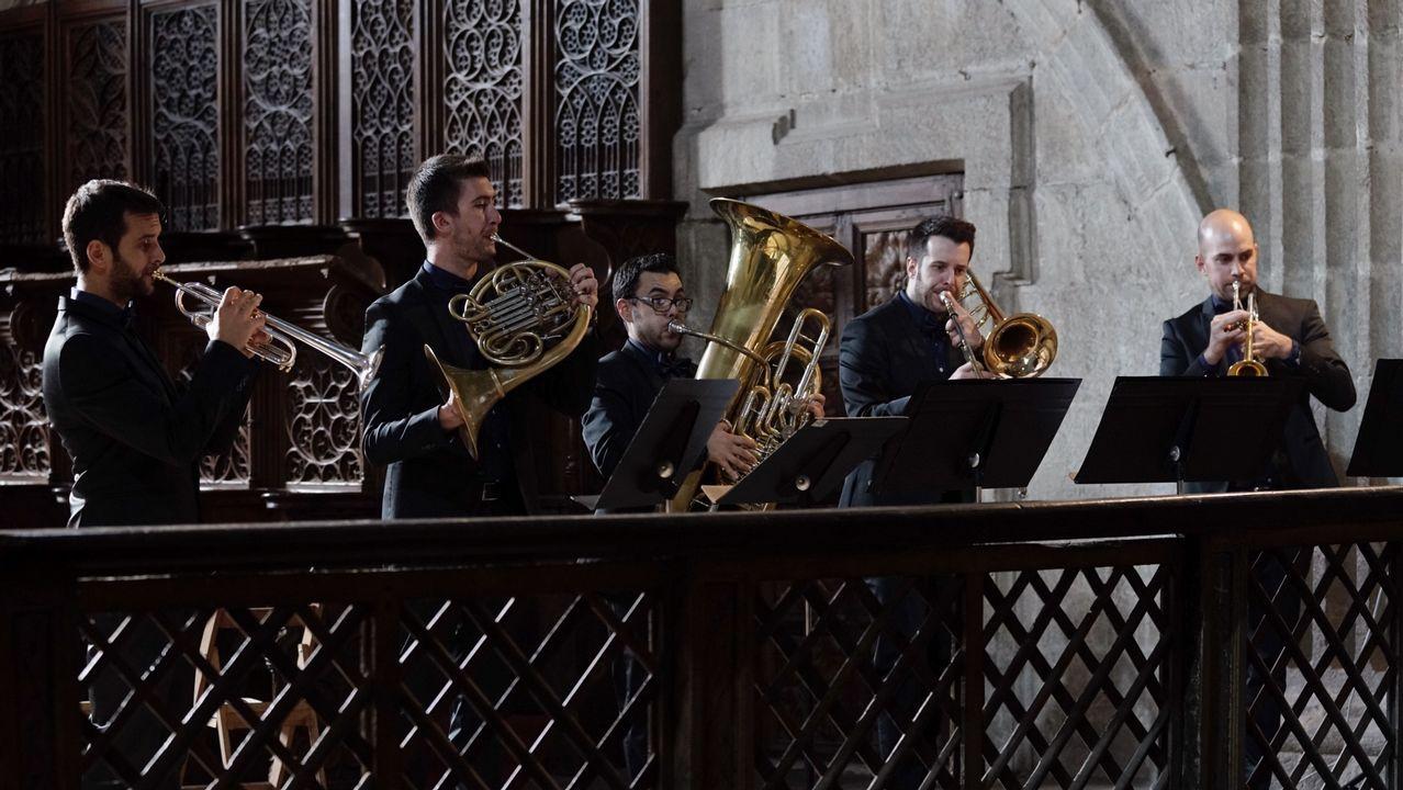 ¡Búscate en el concierto de Dvicio en Ribeira!.El jurado se reunió en Ourense