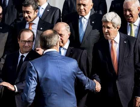 Los kurdos recuperan terreno en Kobani.Kerry saluda a su homólogo ruso antes de posar para los fotógrafos en la cita de París.