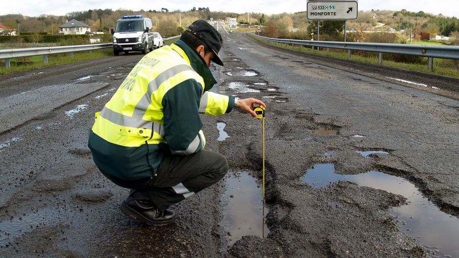 Los baches y grietas se adueñan de las carreteras MA12C1F2_204915
