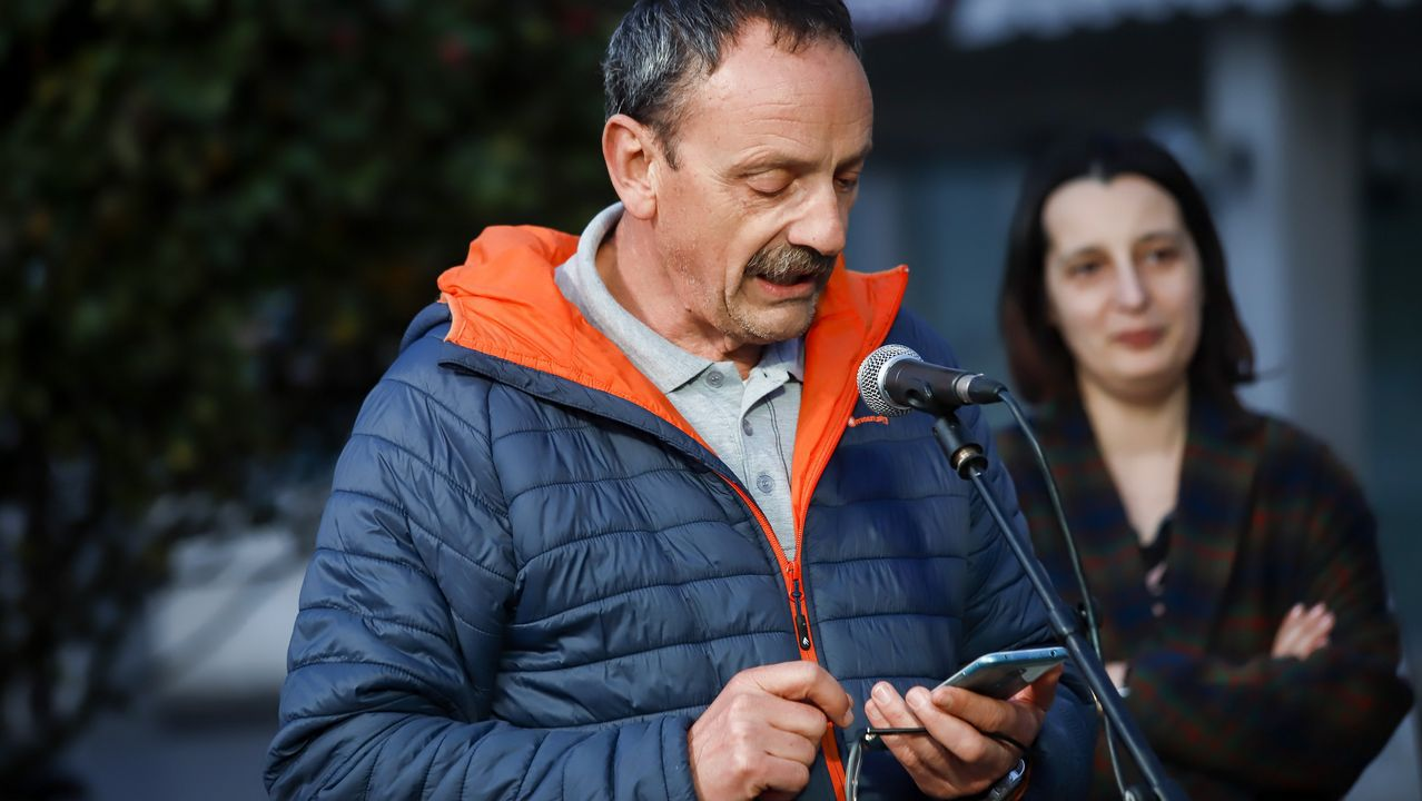 Rianxo lembrou a Rosalía de Castro.El conductor del Renault Mégane perdió el control del coche y se fue a estrellar contra un edificio situado en el borde de la carretera