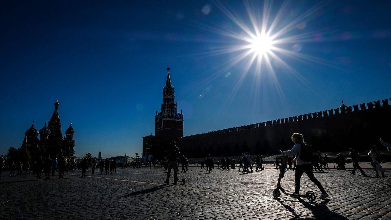 El sol luce en la Plaza Roja de Moscú