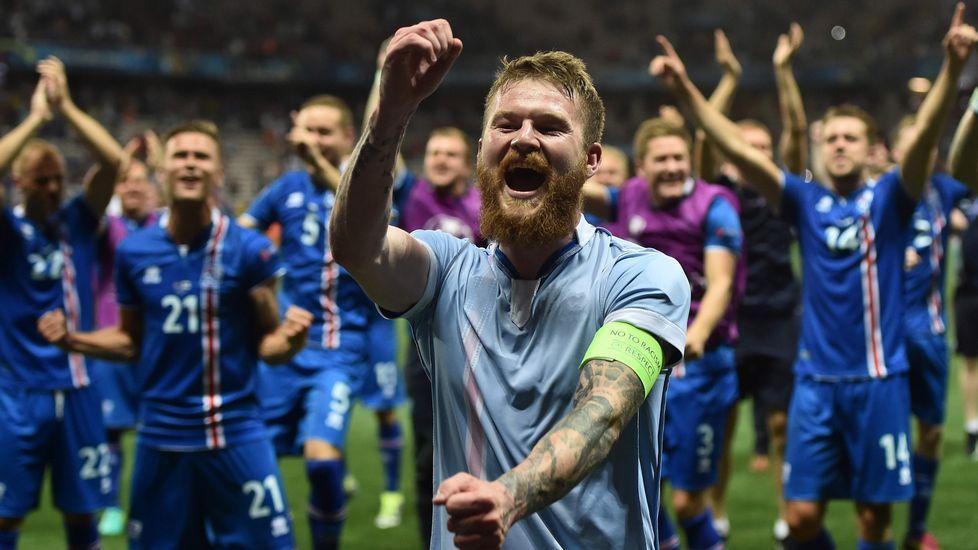 Islandia recibe a su selección con honores de héroes.Explosión controlada cerca del Stade de France