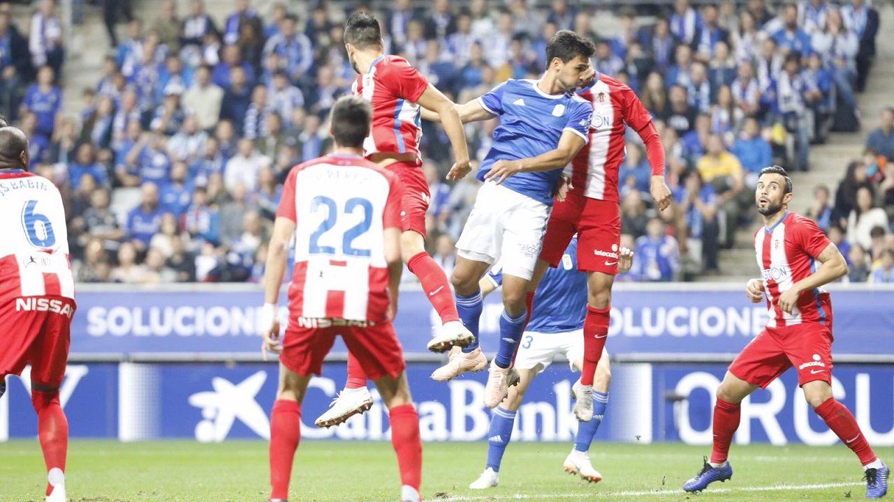 Gol Ibra Real Oviedo Sporting derbi Carlos Tartiere.Oswaldo Alanís remata el balón en el 2-0 ante el Sporting
