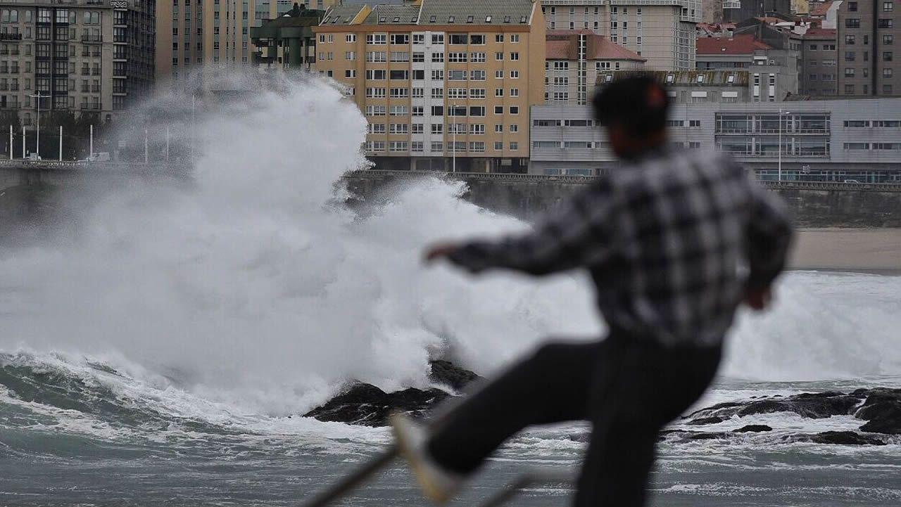 Efectos del temporal en Riazor (A Coruña).