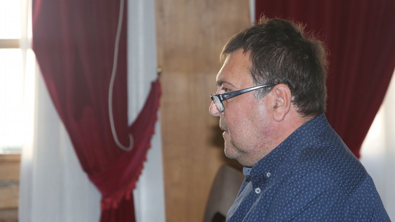 Melide se moviliza en apoyo de la familia del desaparecido Emilio Pintor.El exconsejero Romeva y el exvicepresidente Junqueras, tras sus abogados en el Tribunal Supremo