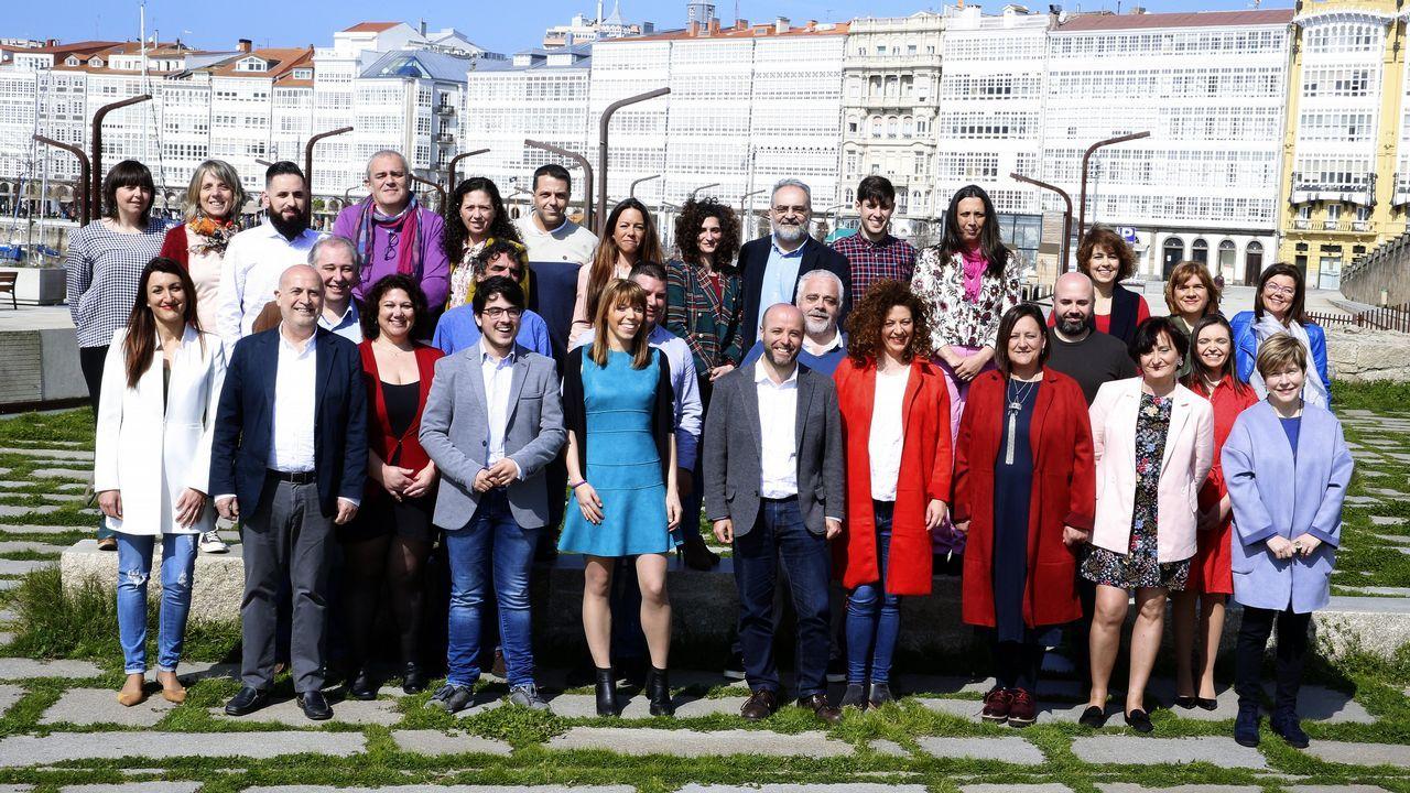 La primavera colorea Galicia.Clausura de la asamblea de Amio, con Francisco Jorquera saludando a Carlos Aymerich. En medio, Xosé Manuel Beiras y Guillerme Vázquez