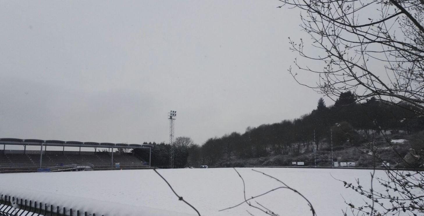 Belarmino Feito y Wenceslao López.El campo del Real Oviedo de rugby cubierto por la nieve