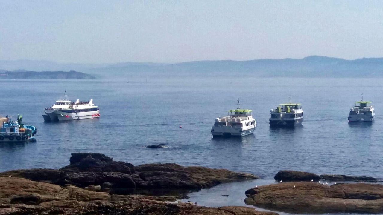 .Barcos en la isla de Ons