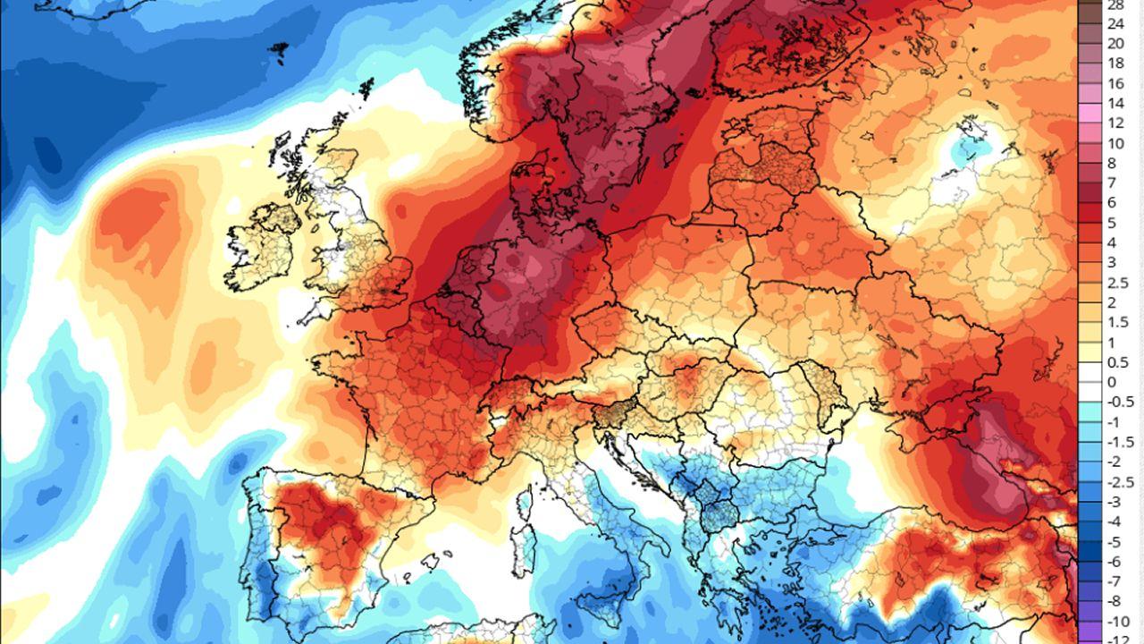En el mapa se puede apreciar como las anomalías positivas (temperaturas por encima de la media) están concentradas en el extremo norte de Europa. El termómetro subirá durante los próximos días hasta los 30 grados en Escandinavia.