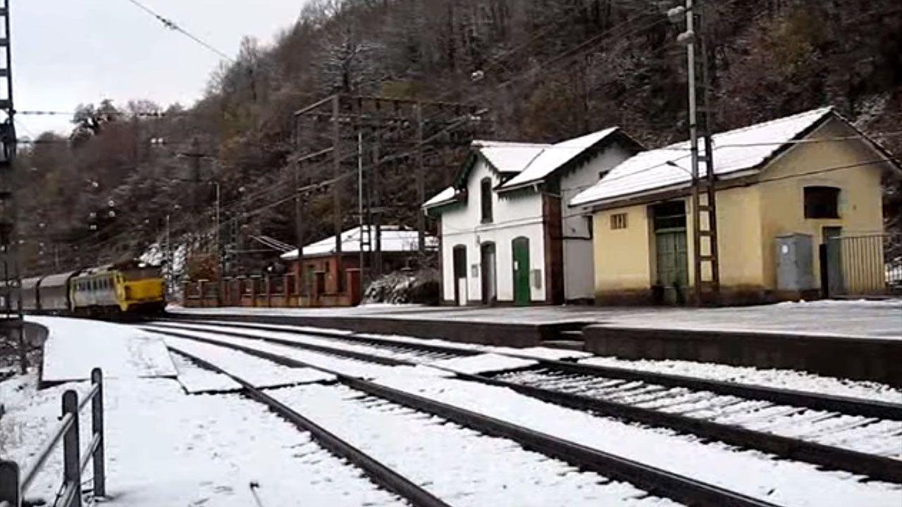 .Estación de Linares (Lena)