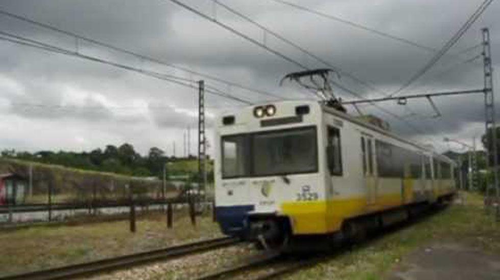 El tren parte en dos el corazón de Narón.Cercanías Asturias