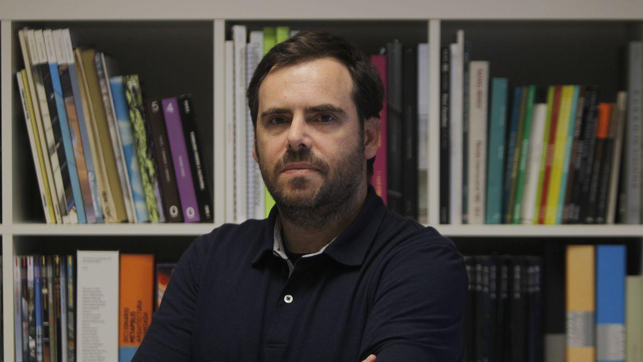 Un libro de texto de Edelvives define el asturiano como un dialecto del castellano.
