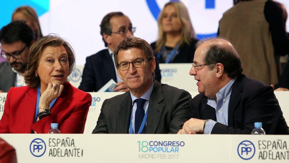 Rajoy mantiene a Cospedal como secretaria general del Partido Popular.Mercedes Fernández saluda a Dolores de Cospedal