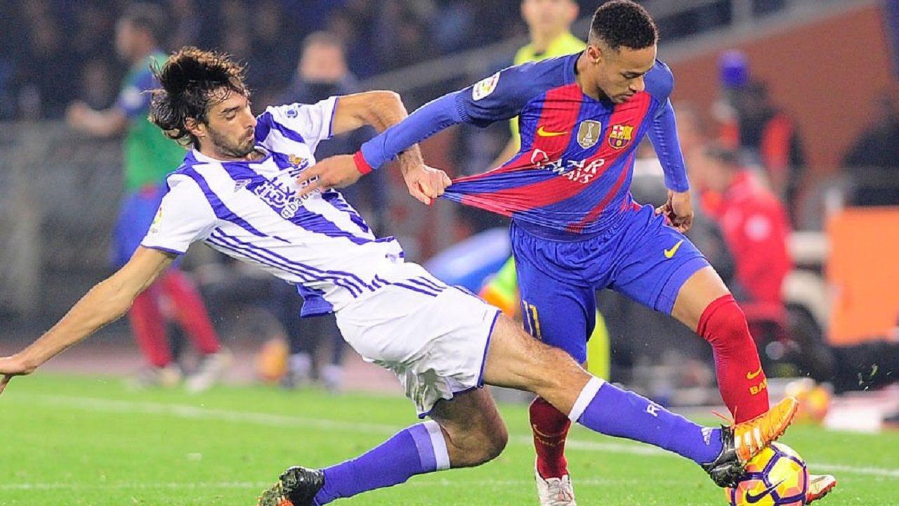 Carlos Martínez y Neymar en un Real Sociedad-Barça