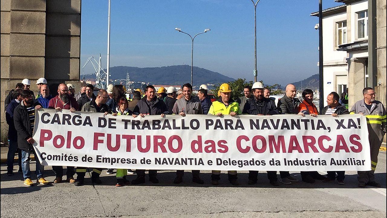 Movilización del naval de Ferrol en demanda de carga de trabajo.Delegados de la industria auxiliar y miembros del comité de Navantia Ferrol se concentraron esta mañana en la entrada del astillero