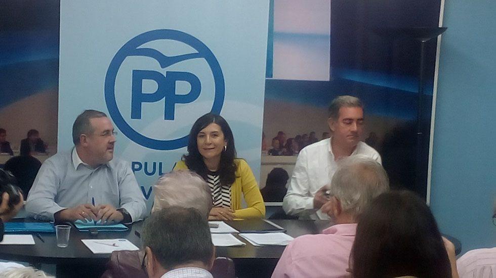 La consejera de Hacienda, Dolores Carcedo, interviene en el pleno de la Junta General, ante la mirada de Marcelino Marcos Líndez.Junta local del PP de Avilés
