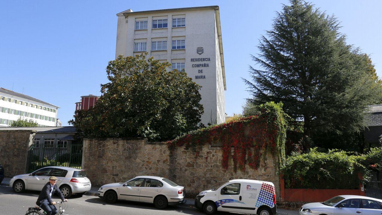 Embutidos Suarna: La androlla exclusiva de Navia que viaja directa a Barcelona.La fuente de la plaza do Campo mantuvo la tradición