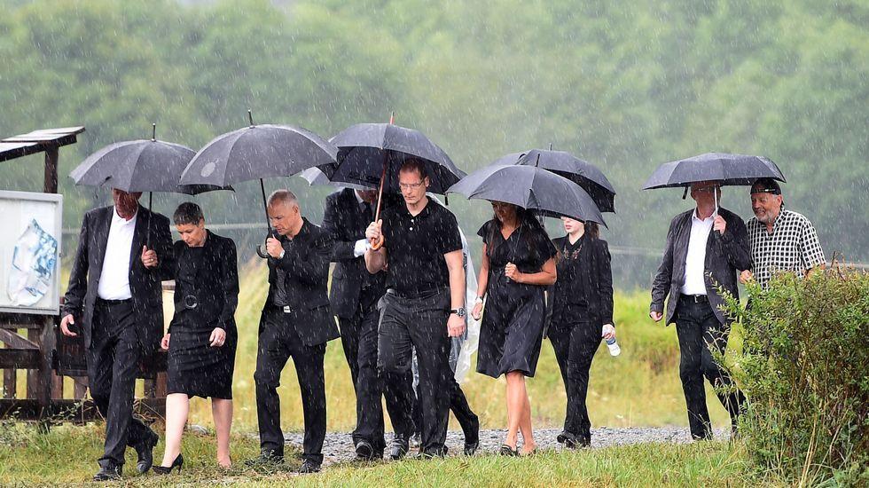 La búsqueda de los fragmentos del vuelo MH370 en Reunión.Familiares de los fallecidos en el accidente del avión de Germanwings durante una ceremonia celebrada en su recuerdo (Francia)