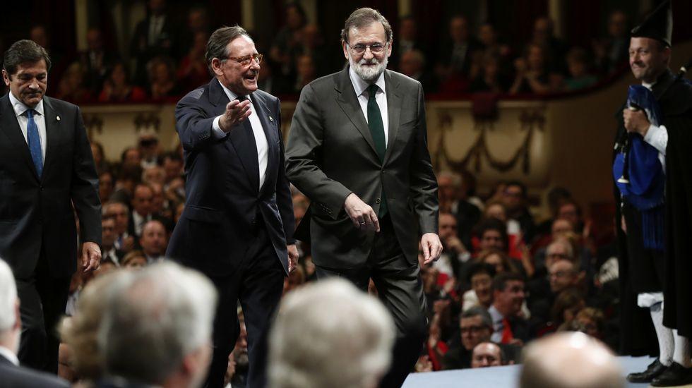 .El presidente del Gobierno, Mariano Rajoy, a su llegada a la ceremonia de entrega de los premios Princesa de Asturias 2017