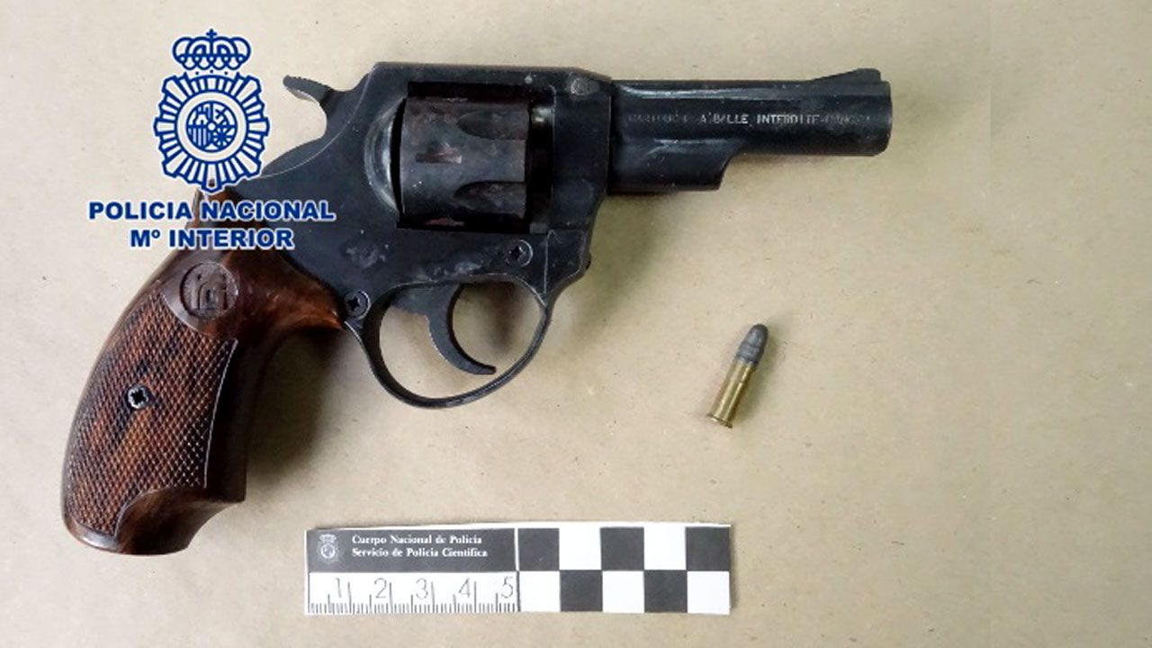 El revólver empleado por el atracador de las dos gasolineras