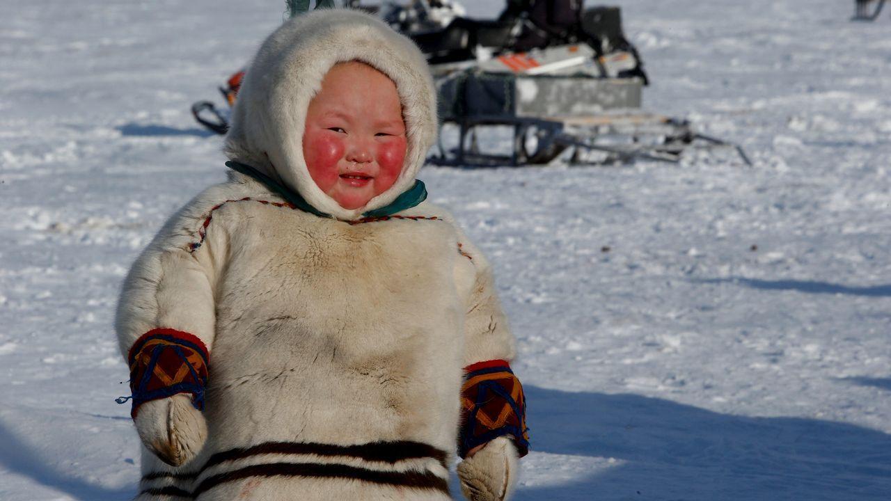 Un niño  de la comunidad Yamb To en un campamento del distrito autónomo de Nenets, en Rusia