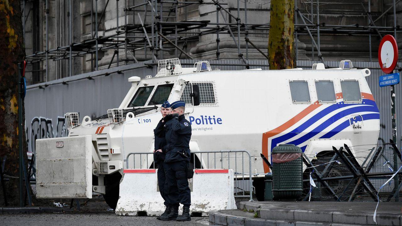 | REUTERS.Policías vigilan el tribunal que dictará hoy veredicto contra Mehdi Nemmouche por la matanza en el l Museo de Judío de Bruselas en el 2014