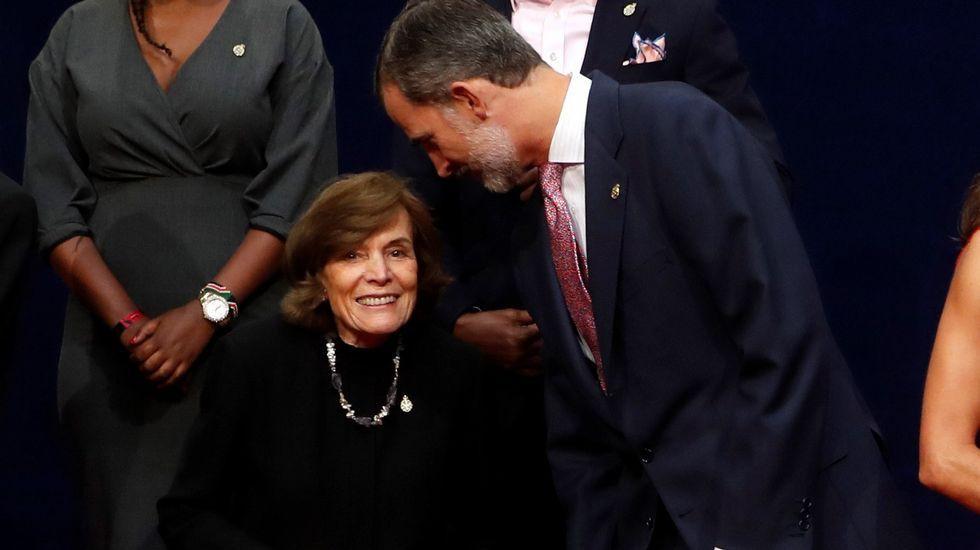 El rey Felipe conversa con la oceanógrafa Sylvia Earle