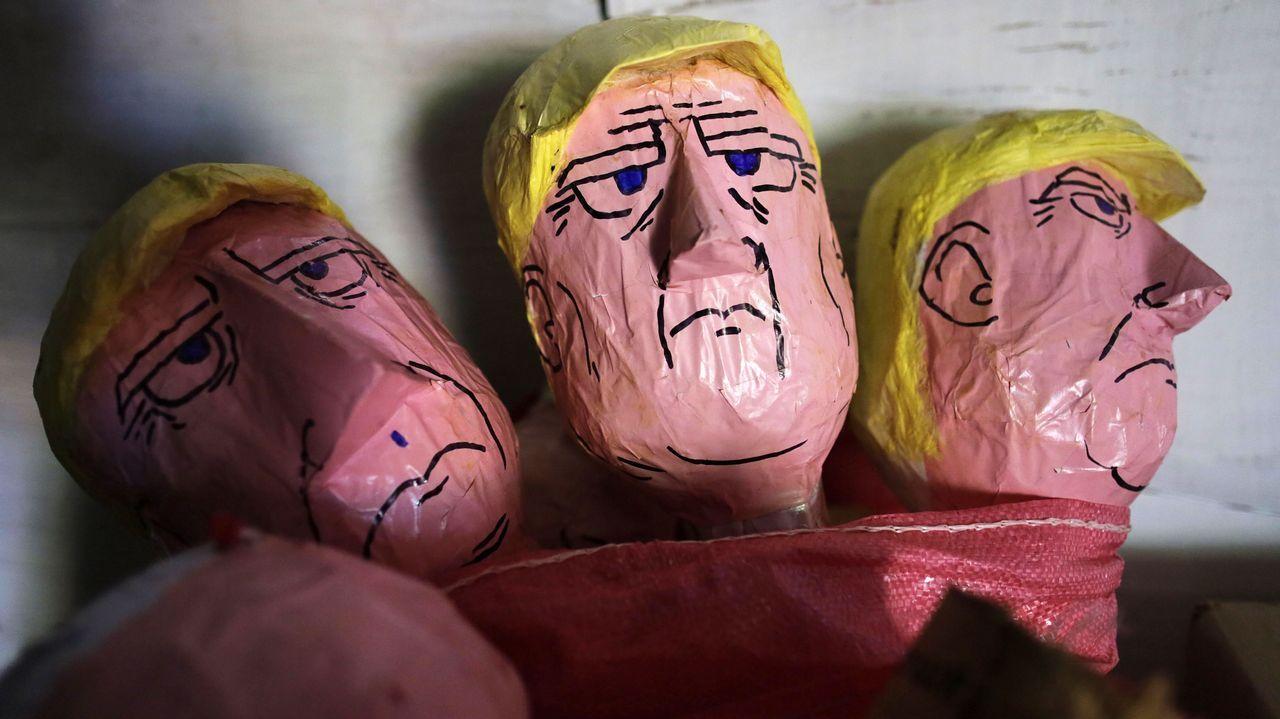 La representación de Trump en las marionetas artesanas que se queman tradicionalmente en Nochevieja en Honduras