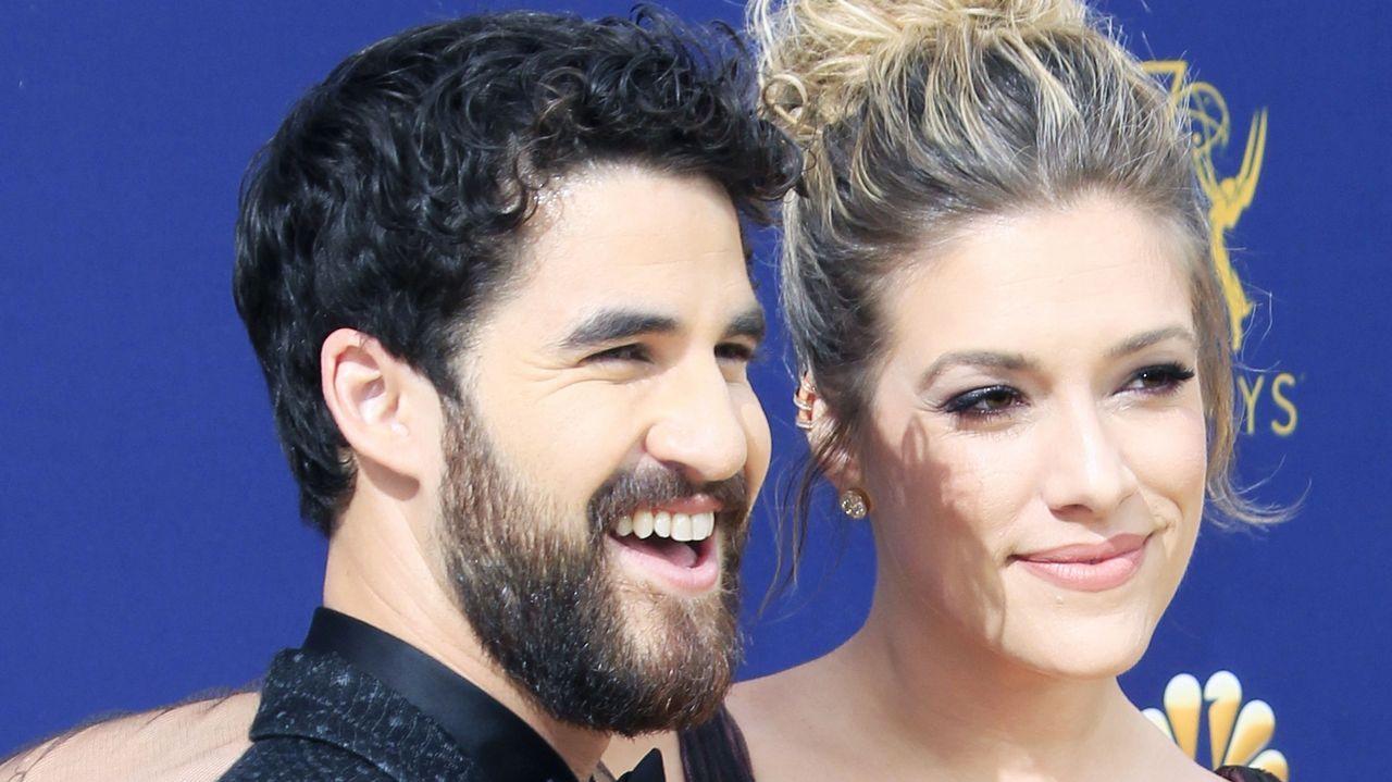 Emmy 2018: Darren Criss y Mia Swier