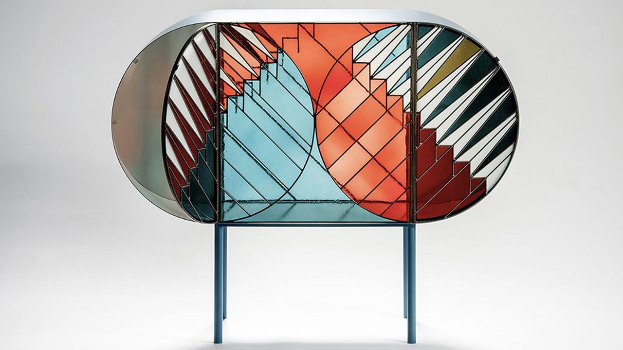 Mueble decrativo a base de vidrio. Una de las creaciones de Patricia Urquiola