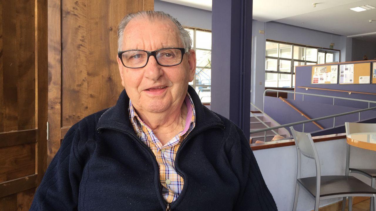 Manuel Cortizo Bernárdez. 80 años. Nació y vive en A Estrada. Trabajó de carpintero