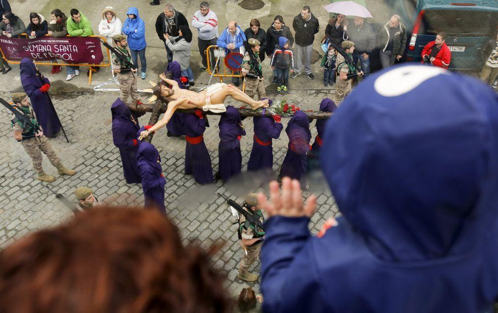 El Cristo de la Buena Muerte de la Orden Tercera que procesionó ayer es una talla creada a partir del Cristo de la Luz, la imagen más antigua de Ferrol y que los historiadores datan en el XVII.