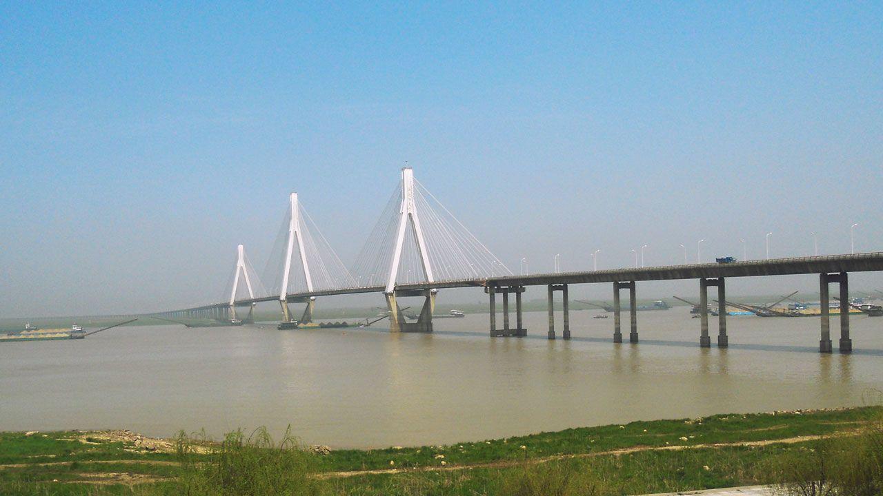 Puente del lago Dongting