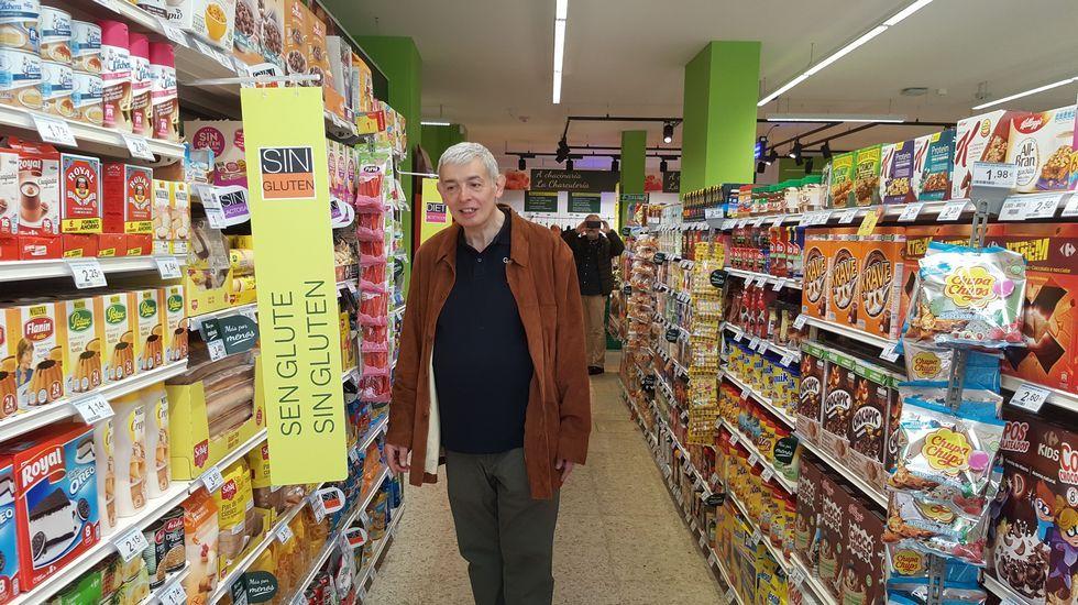 Anxo García, esta mañana en su supemercado, que reabre como Carrefour Express
