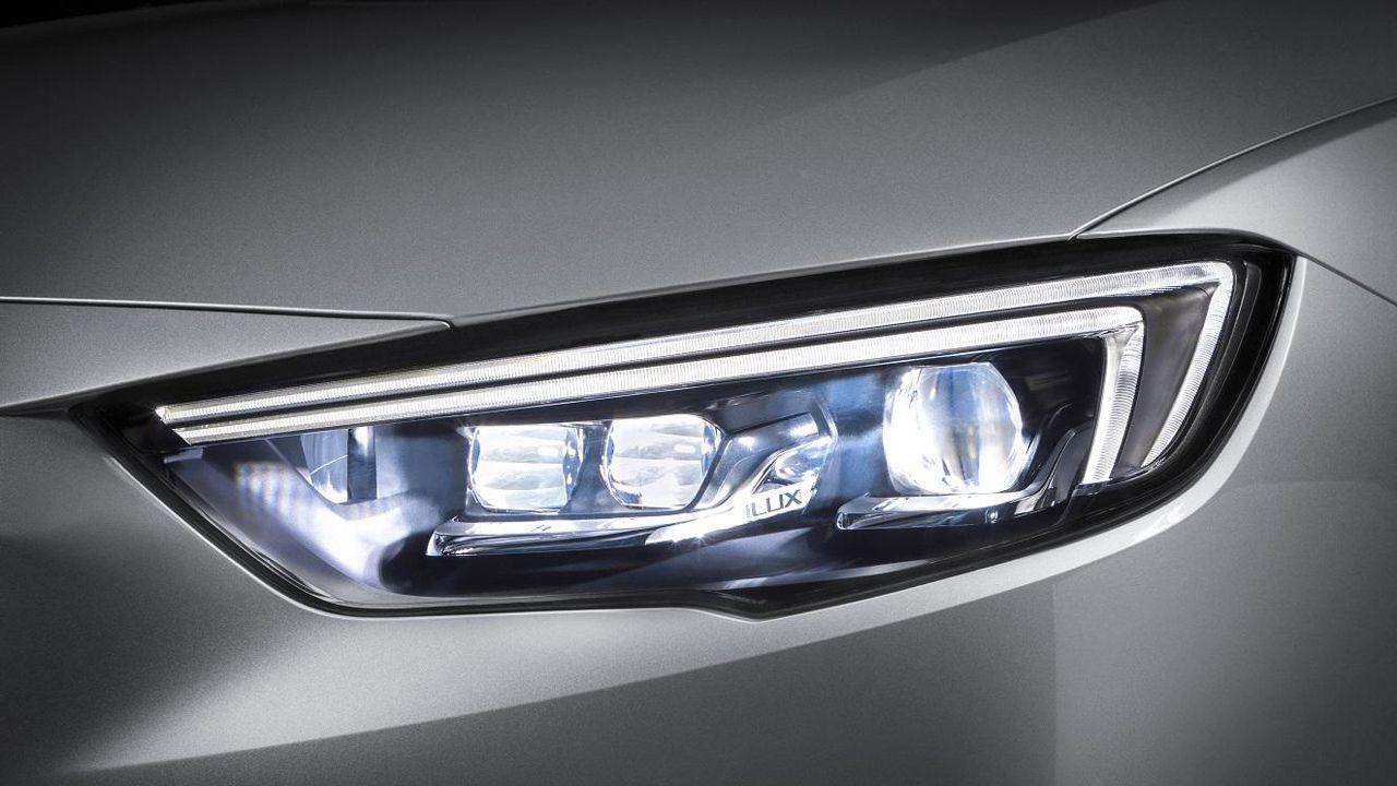 Redada antidroga en O Vao.Nuevo sistema de iluminación del Opel Corsa