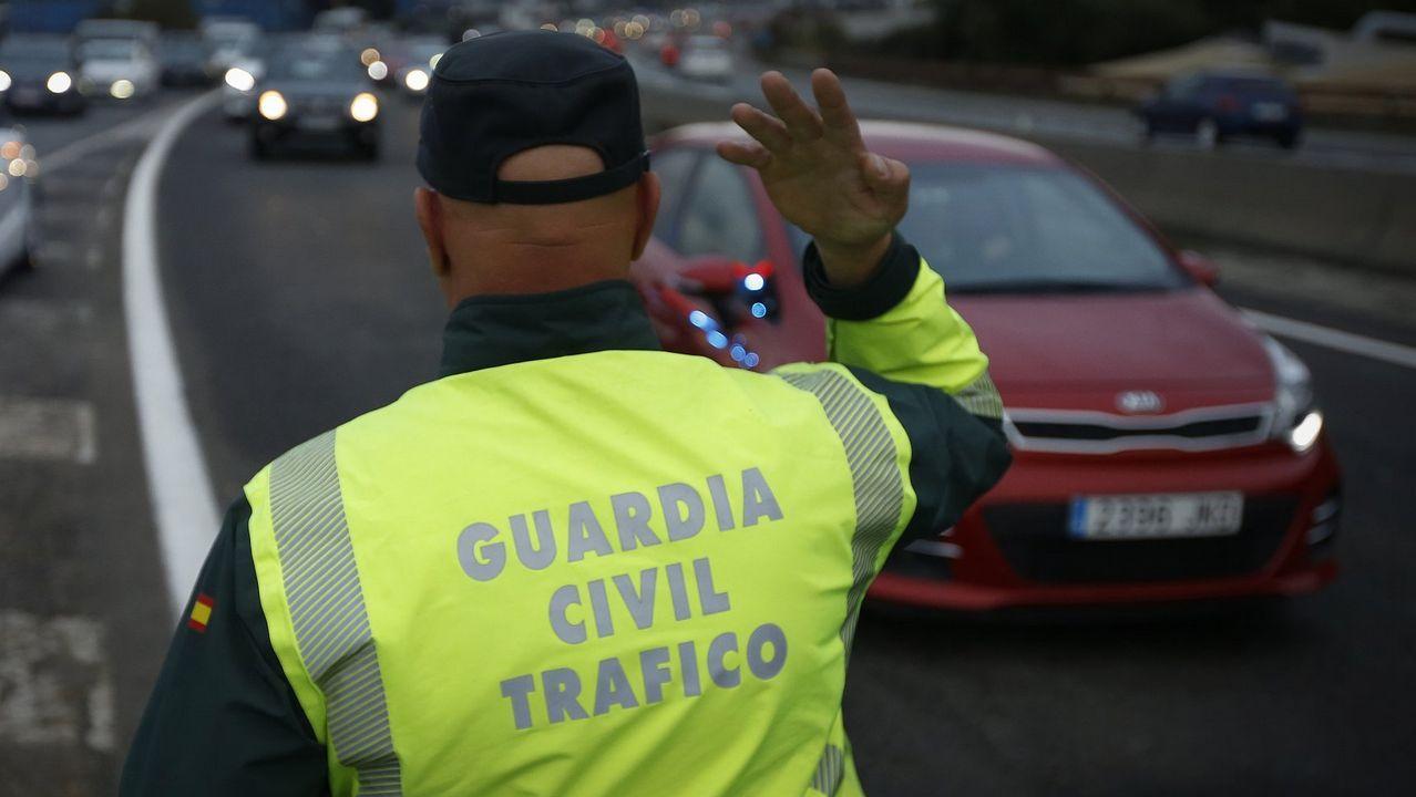 El #TopVacacional de la DGT: hospital, cárcel o cementerio.Imagen de un control de la Guardia Civil de Tráfico cerca de A Coruña